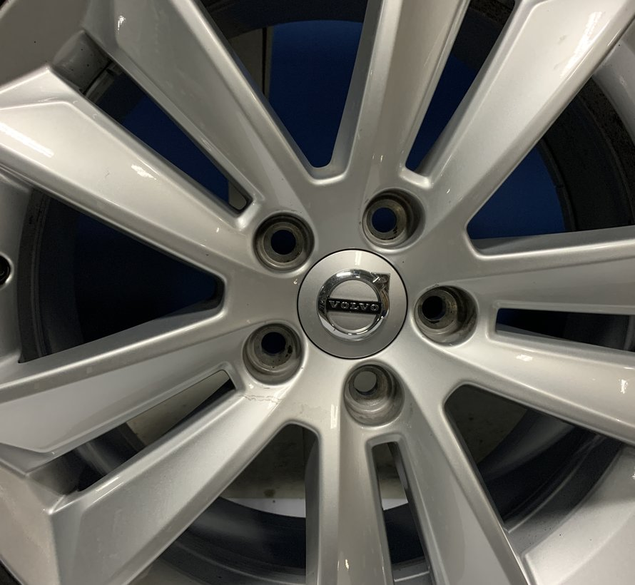 Volvo 17 inch velgen + winterbanden V60 / S60 2018-