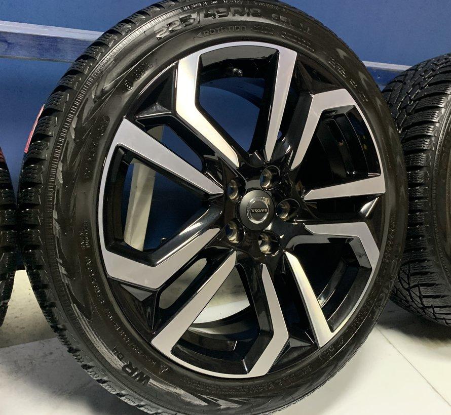 Volvo 18 inch Metallah velgen + Winterbanden V40 CC