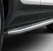 """Volvo Orgineel nieuwe geïntegreerd treeplank """" Running Board """" Volvo XC40  vanaf modeljaar 2021."""