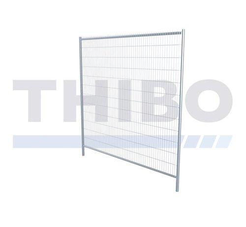 Thibo Apollo 2 in between fence