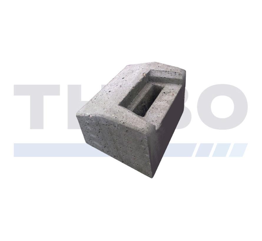 Butée de sol en béton bas pour portails battants industriels ou design