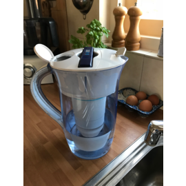 AANBIEDING: 2,4 liter ronde waterfilterkan - met GRATIS EXTRA vervangingsfilter