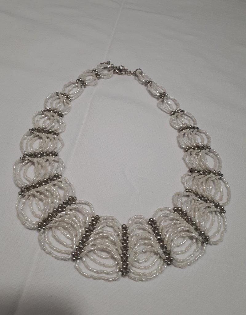 About accessories Mooie luxe vrouwelijke massale witte en zilveren kralen ketting