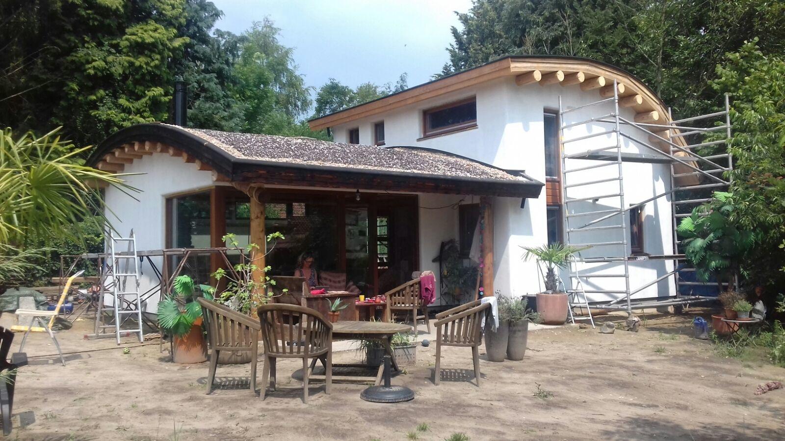 Eco-huis Mike-de-noenes-eco-logisch-leem-kalk-gutex-houtvezelisolatie-Hoxter-accumulerende-massa-kachel.jpg