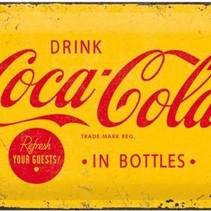 Coca Cola yellow logo. Retro reclame wandbord. Reclamebord Amerika USA. Metaal