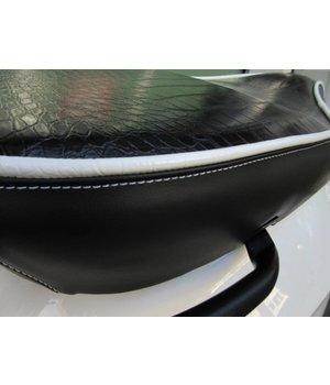 Croco zwart/wit zadel voor de Vespa Primavera en Sprint