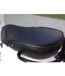 Black snake buddyseat voor Vespa Sprint en Primavera