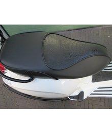 Black Croco zadel buddyseat voor Vespa Primavera & Sprint