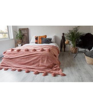 a modern medina Pompom de luxe chenille