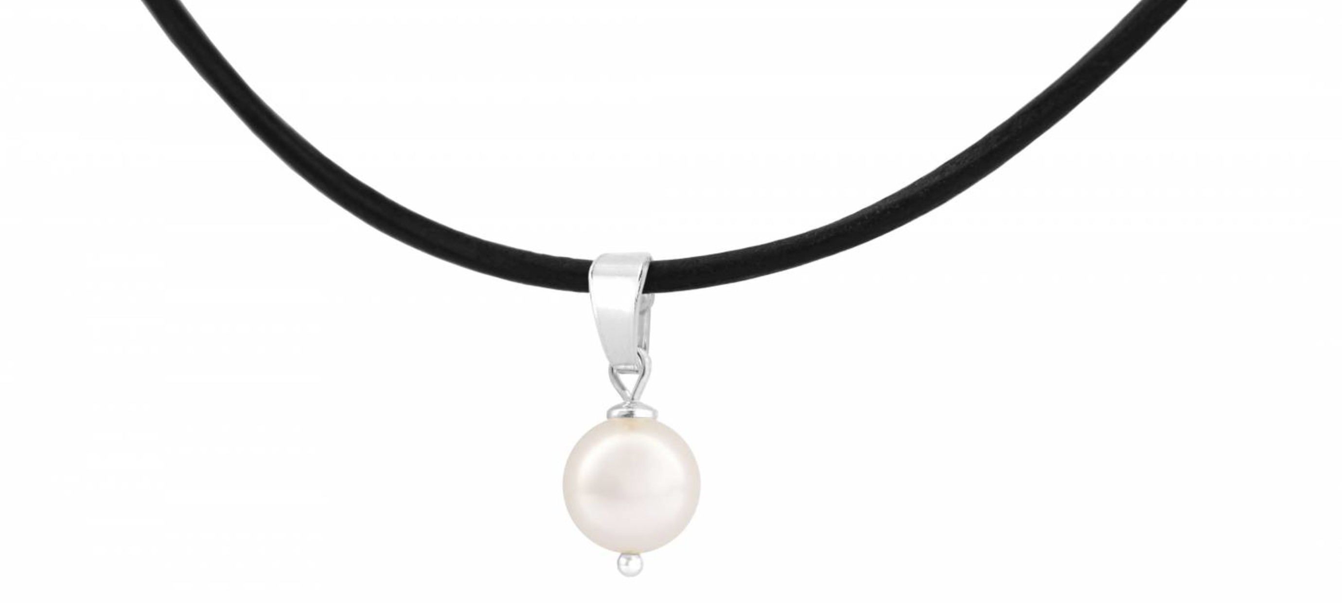 Trendy choker necklaces with pendants
