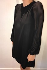 Aletta jurk mouw lang plissé zwart