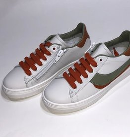 Red Limit/Hoops sneaker wit met kaki groen en roest bruin accent