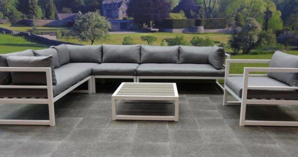 Een loungeset van aluminium