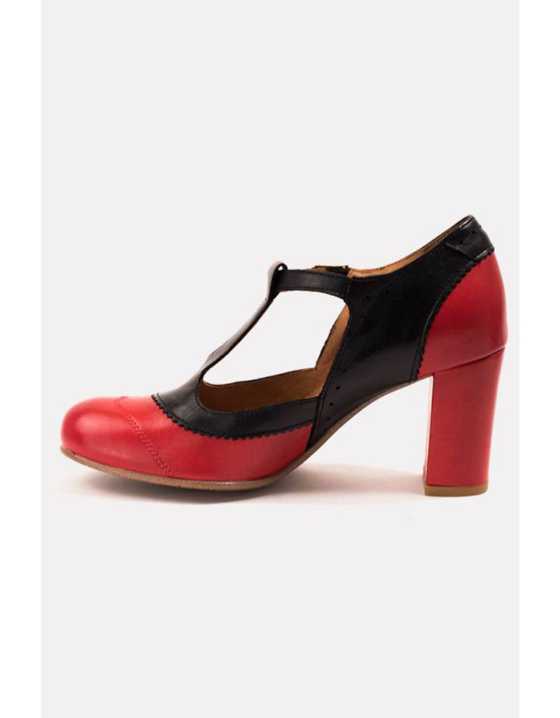 La Veintinueve La Veintinueve 1950s Ada T-Strap Pumps Red Black