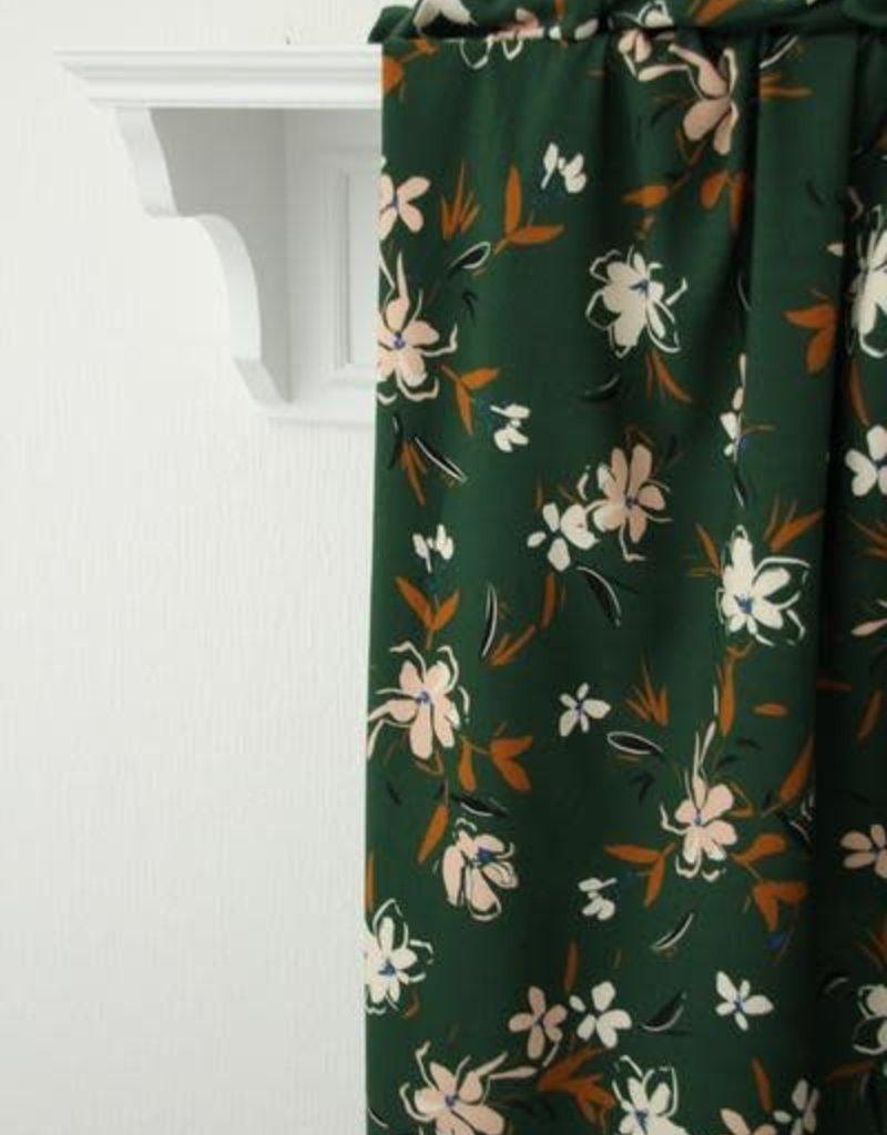 Bosgroene viscose met zachtroze bloemen