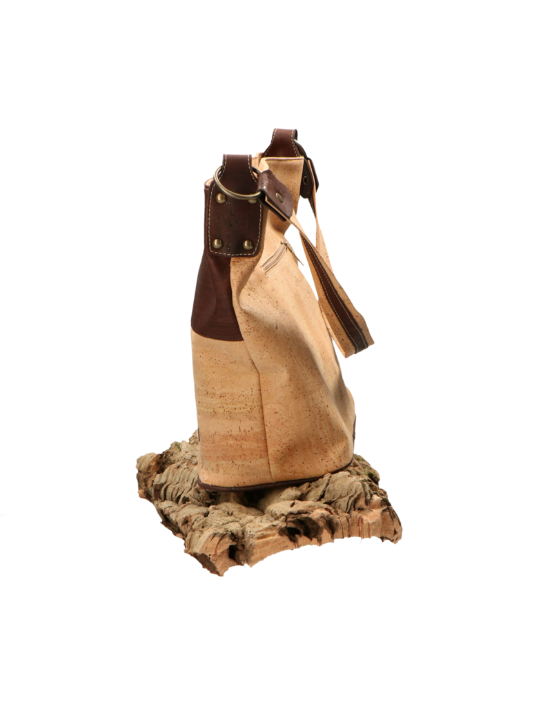 LENA - natuurlijke handtas uit kurk met ruim middenvak in prachtige natuur kleur en donkerbruine afwerking