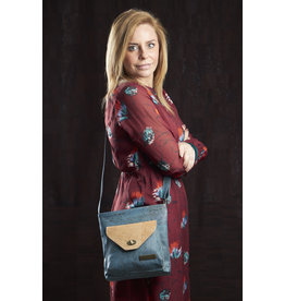 Captain Cork Philippa - Schoudertas met attitude in turquoise kurkleder