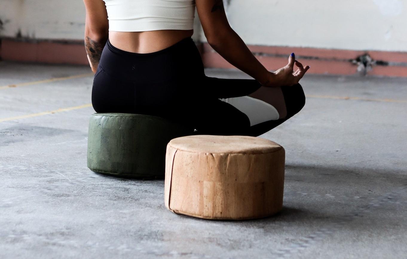 Yoga @ work: relaxen op je bureaustoel