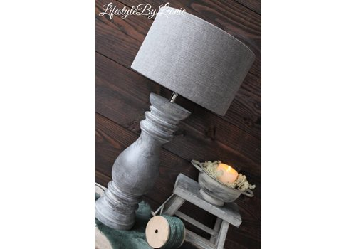 LifestyleByLeonie Houten baluster lampenvoet Luc Grey