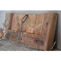 Uniek oud deurtje / luik met ketting
