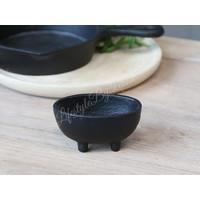 Zinken zwart bakje op pootjes 8 cm