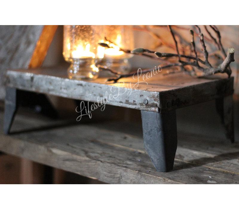Aura Peeperkorn oud ijzeren bajot tafeltje