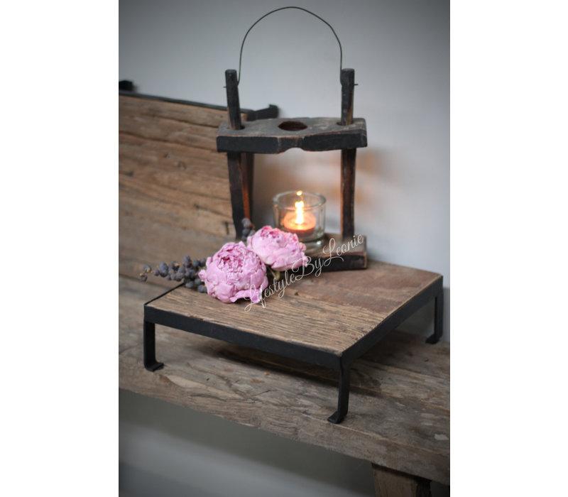 Vierkante oud houten tray met ijzer 25 cm