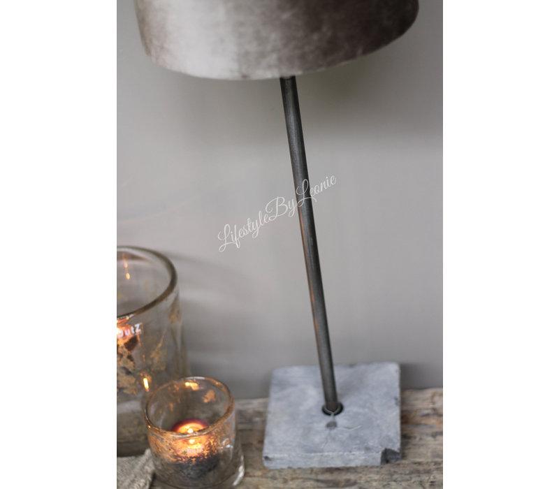Aura Peeperkorn tafellamp met hardstenen voet