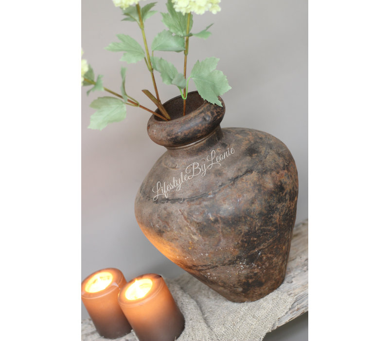 Authentieke metalen vaas / waterpot
