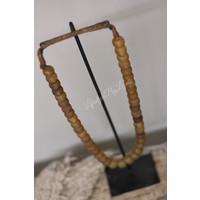 Authentieke glas kralen ketting op standaard |Licht