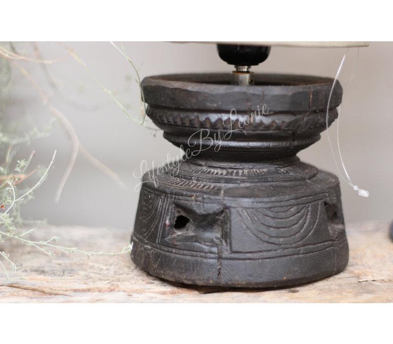 Oude houten vijzel lampvoet