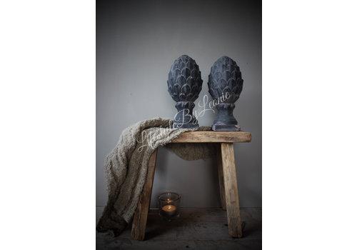 LifestyleByLeonie Stenen dennenappel ornament op voet Antiek grijs