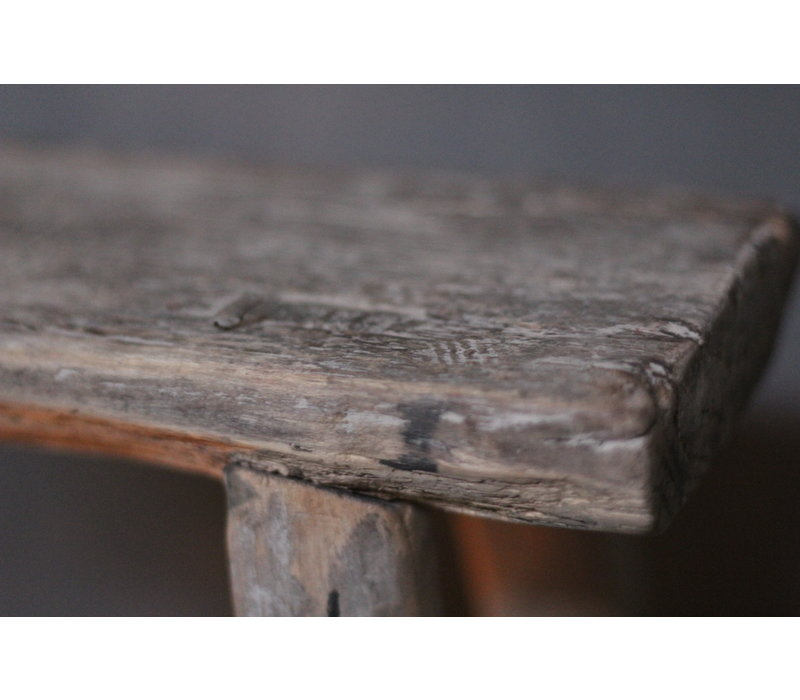Authentieke smalle hoge kruk 48 cm