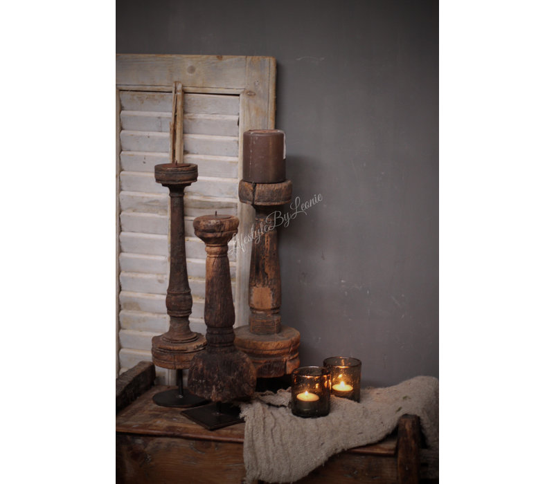 Authentieke oude tafelpoot kandelaar
