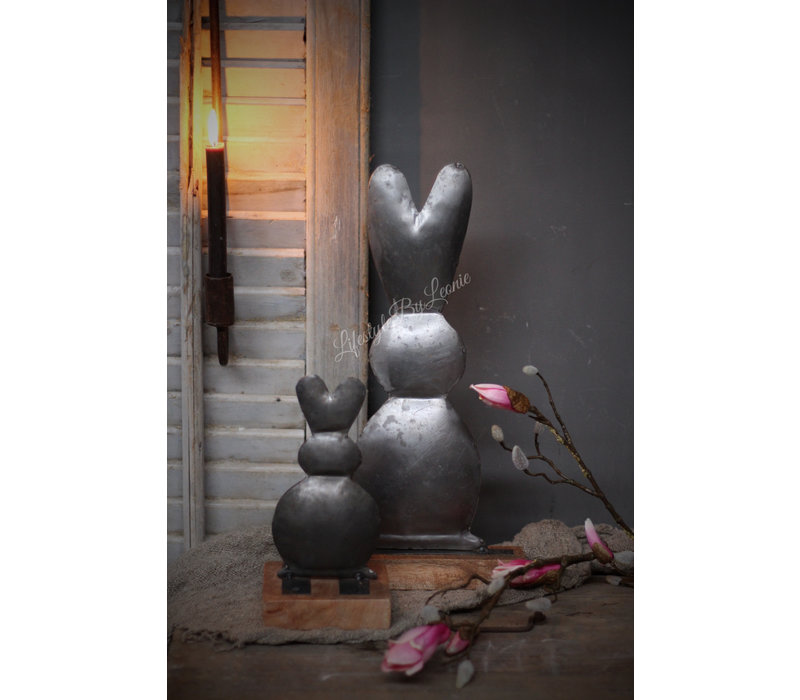 IJzeren konijn op blokvoet 25 cm