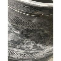 Grote ronde grijze kruik op ring brede hals