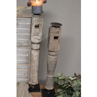 Authentieke houten kandelaar op statief