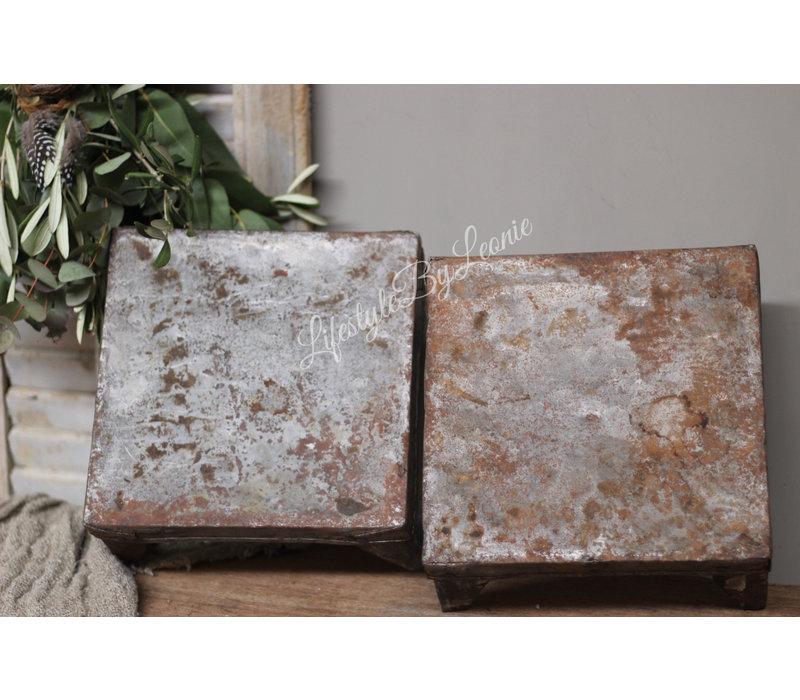 Oud ijzeren bajot tafeltje / tray 25 cm