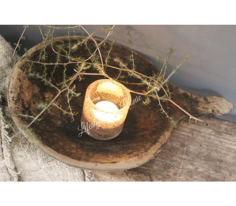 Oude ronde houten schaal met handvat
