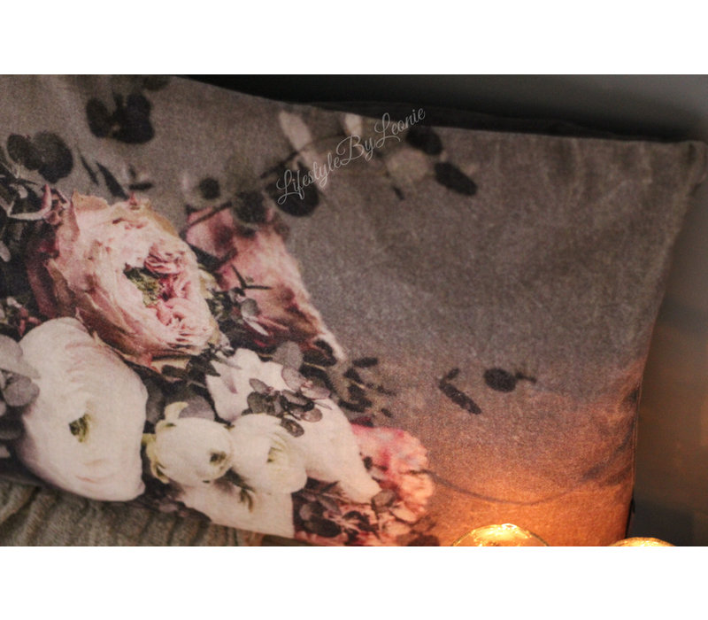 Velvet kussen Sobere bloemen Ranonkels 60 cm