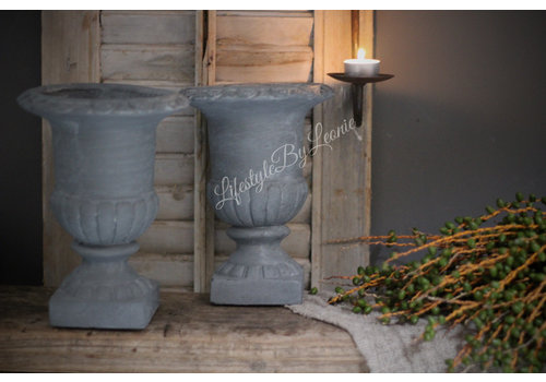 Smalle betonnen Franse louvre pot lichtgrijs 24 cm