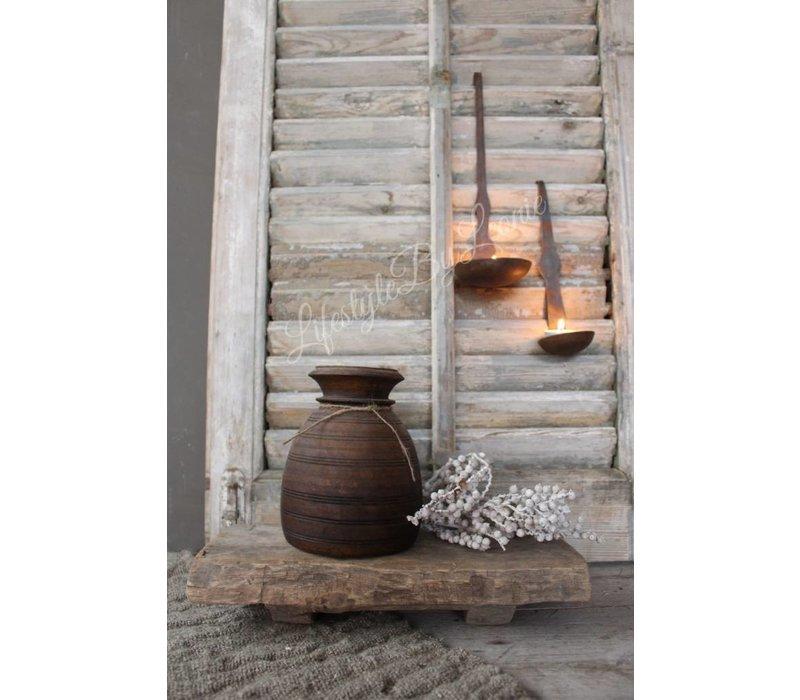 Oude vierkante houten bajot