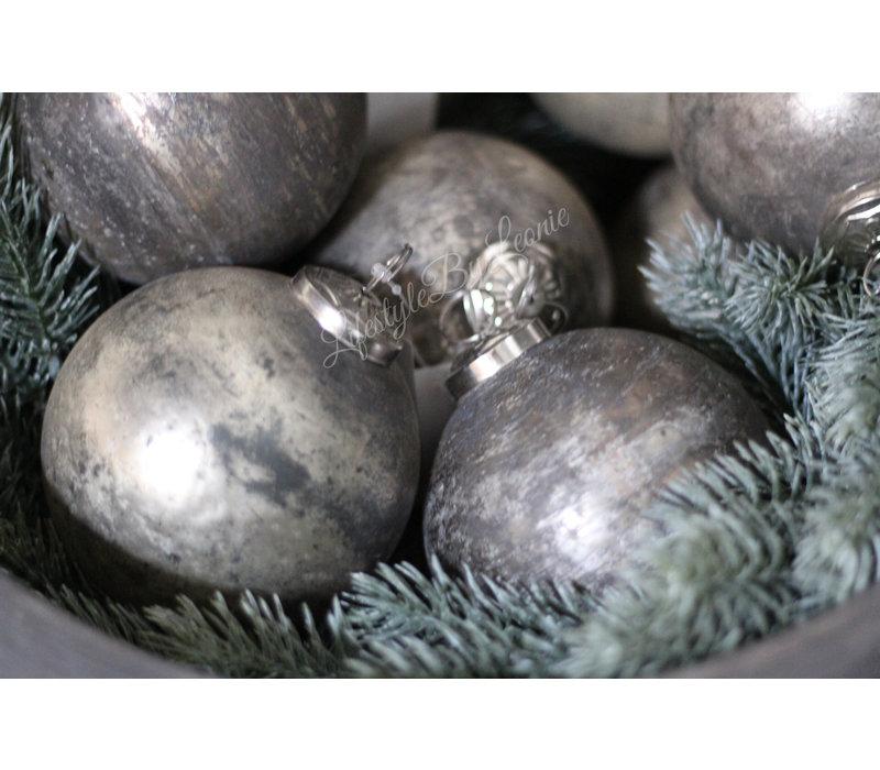 Sobere grijs/zilveren kerstbal 10 cm