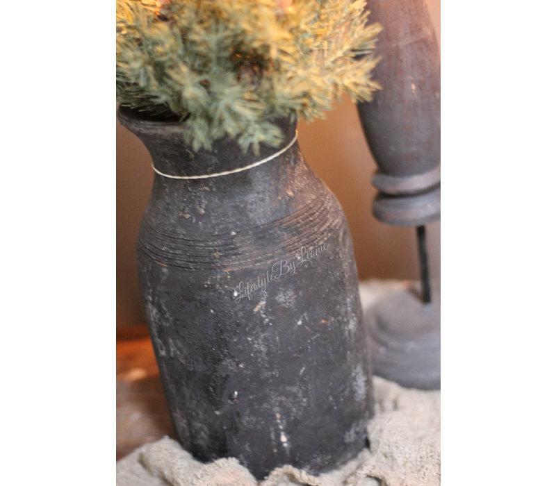 Stenen Nepalese kruik Old black