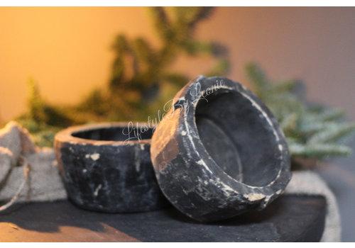 Authentiek zwart stenen bakje