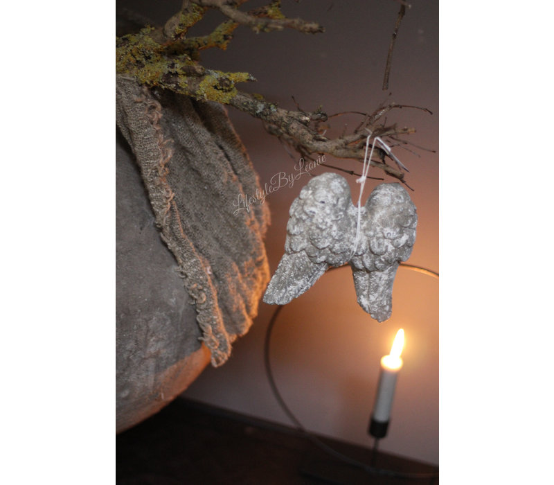 Grijs stenen vleugels 14 cm