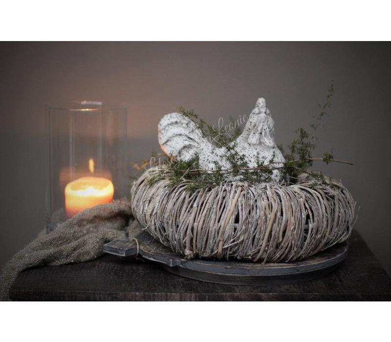 Sobere stenen kip Grey wash 17cm