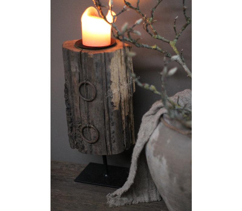 Zwaar houten ornament + ring op voet