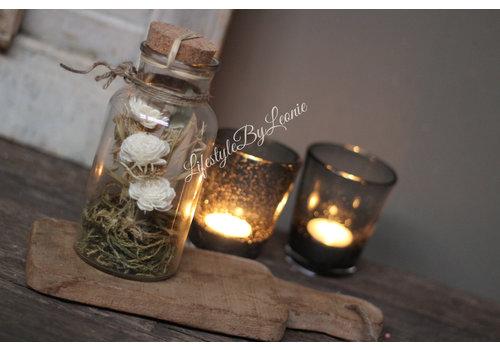 Glazen fles met gedroogde bloemen White