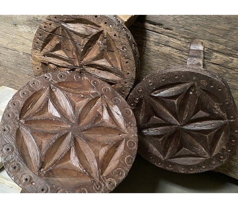 Houtsnijwerk tafeltje op baroc pootje 15 cm